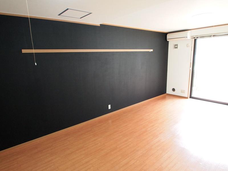 施工事例:一面チョークボードペイントの壁な部屋[vol.0011]